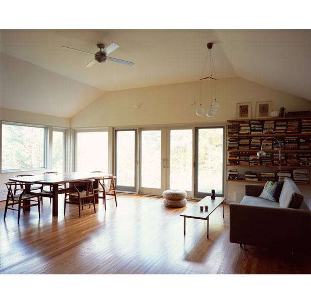 &#8\2\20;By reorganizing the plan to remove dark hallways, reconstructing the roof structure, and introducing new doors and windows, this small house in Woodstock is transformed into a bright and airy oasis,&#8\2\2\1; note the architects.
