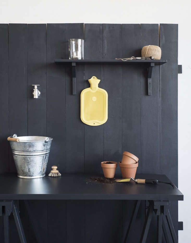 For a simple outdoor sink, all you need is a water tap, a tabletop or shelf, and a pail or pot to catch water.