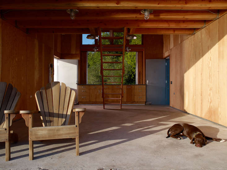 Hoedemaker Pfeiffer redesigned this boathouse on the Hood Canal