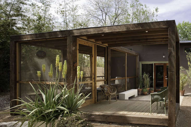Abreeze-capturing screened pavilion from San Antonio, Texas-based Poteet Architects has arough-hewn timber frame and acovered entry platform forshade and rainprotection. Photograph by Chris Cooper, from Architect Visit: Screened Porch by Poteet Architects in San Antonio, Texas.