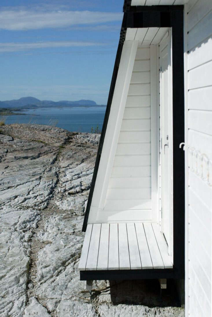 Vardehaugen Architects designed this family retreat on the coast of Norway