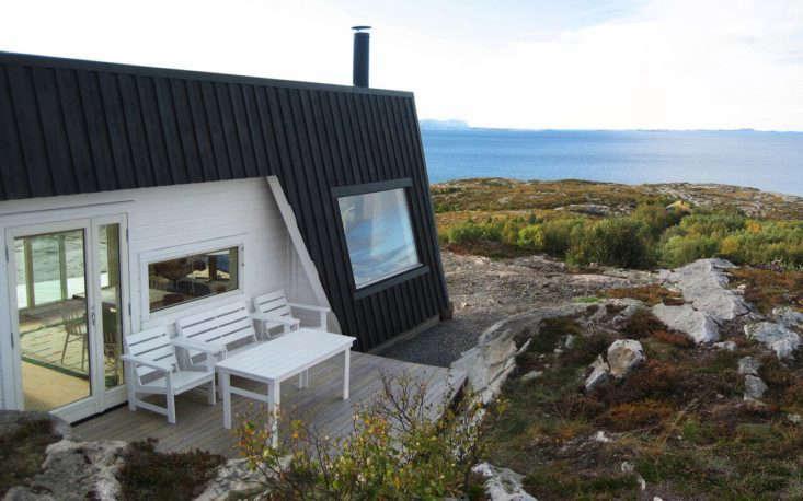 Vardenhausen Architecture designed this family retreat on the coast of Norway