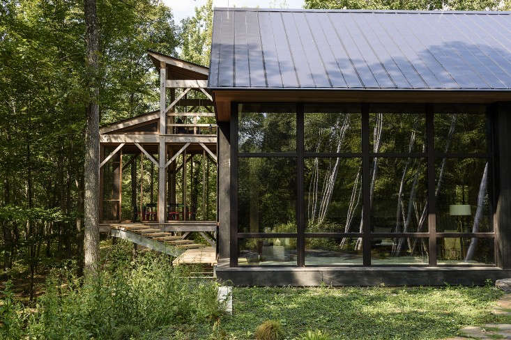 A three-story screened porch (at L) has a swing on the top level and a table and chairs for dining on the middle level. The sauna is at ground level at the bottom of a slope. Photograph by Reto Guntli, courtesy of BarlisWedlick Architects.