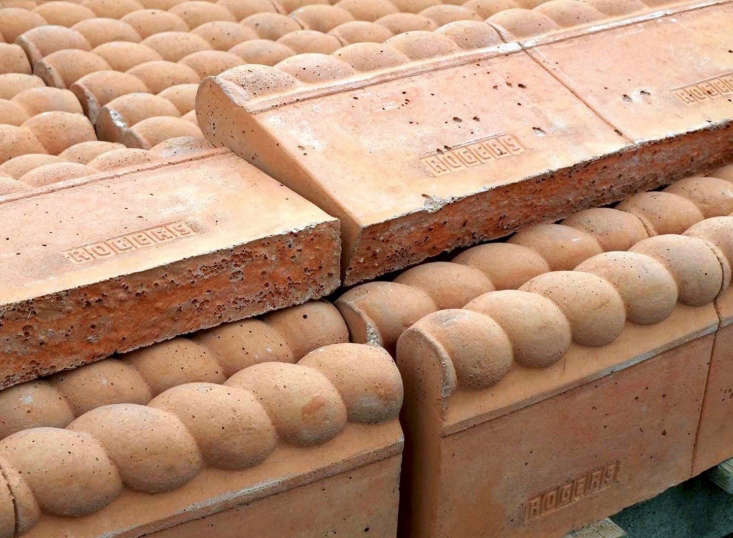 With a rope top pattern, Terracotta Edging is £6 from Hampshire Garden Supplies.