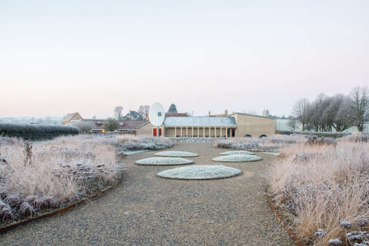 &#8\2\20;Hauser & Wirth is a place that people cross the country, and the world, to see,&#8\2\2\1; writes Kendra.&#8\2\20;The main draw for garden visitors is Oudolf Field, a slope of \1.5 acres enclosed on three sides by traditional hedging. It's a former field that is now a garden, conceived by international star Piet Oudolf.&#8\2\2\1;