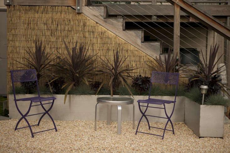 railing-rail-banister-bamboo-fence-gravel-planter-boxes-gardenista