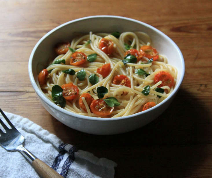 spaghetti-moringa-tomatoes-erin-boyle