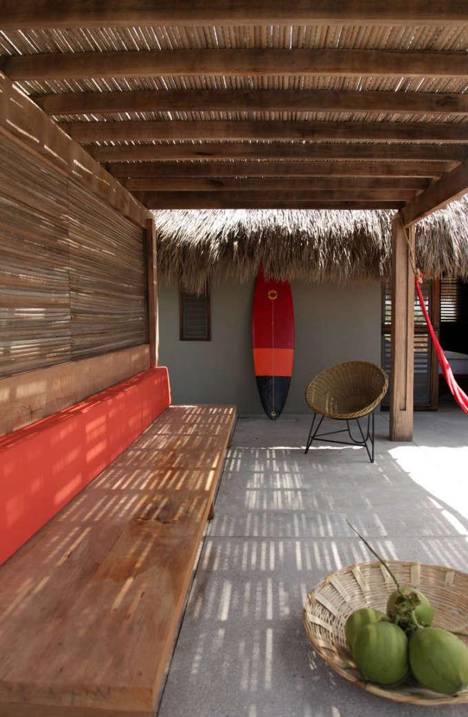 hotel-escondido-pergola-built-in-seating