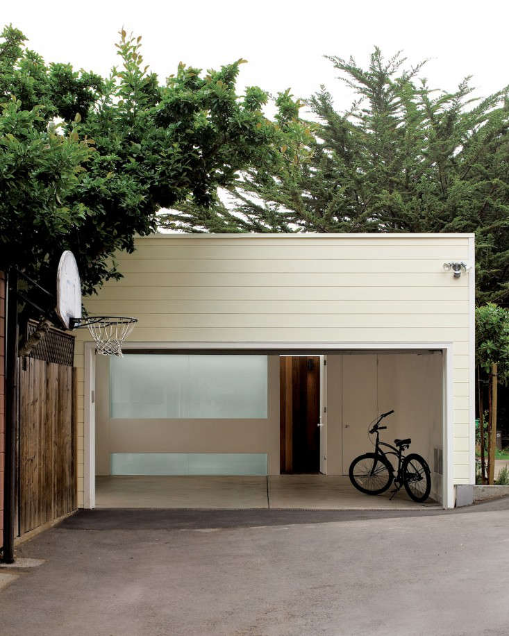 Facade of Converted Garage in San Francisco by Cary Bernstein via Dwell, Gardenista
