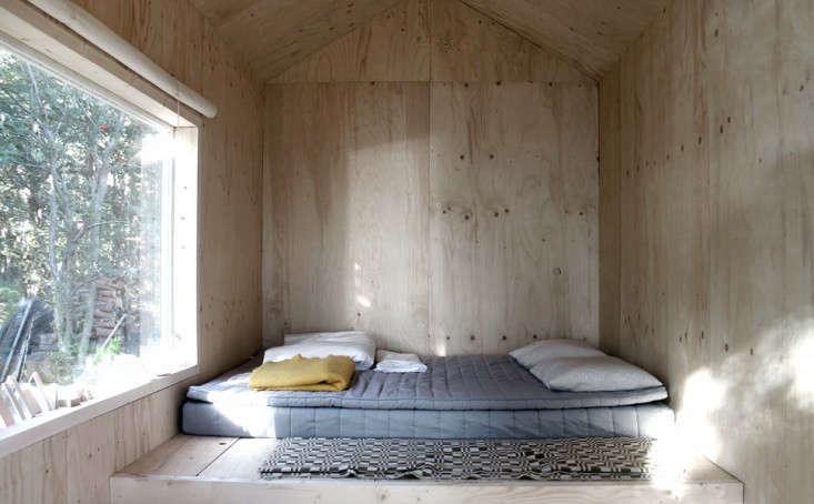 ermitage-bed-septembre-gardenista-733x454