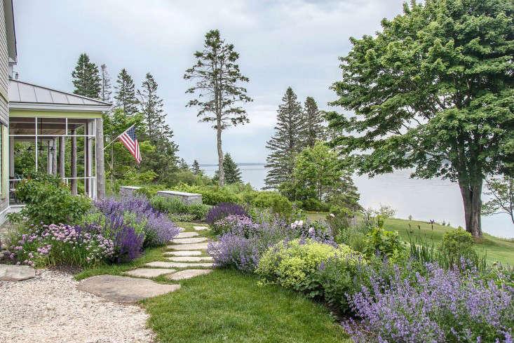16-Matthew-Cunningham-Landscape-Design-Clamshell-Alley-purple-perennials-flag-driveway-gardenista-e1466699919748