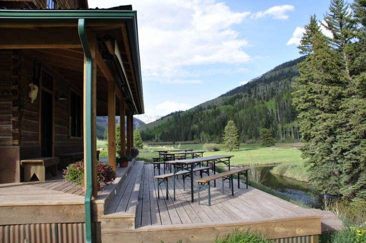 cresto-ranch-terrace-deck-biergarten-table-gardenista