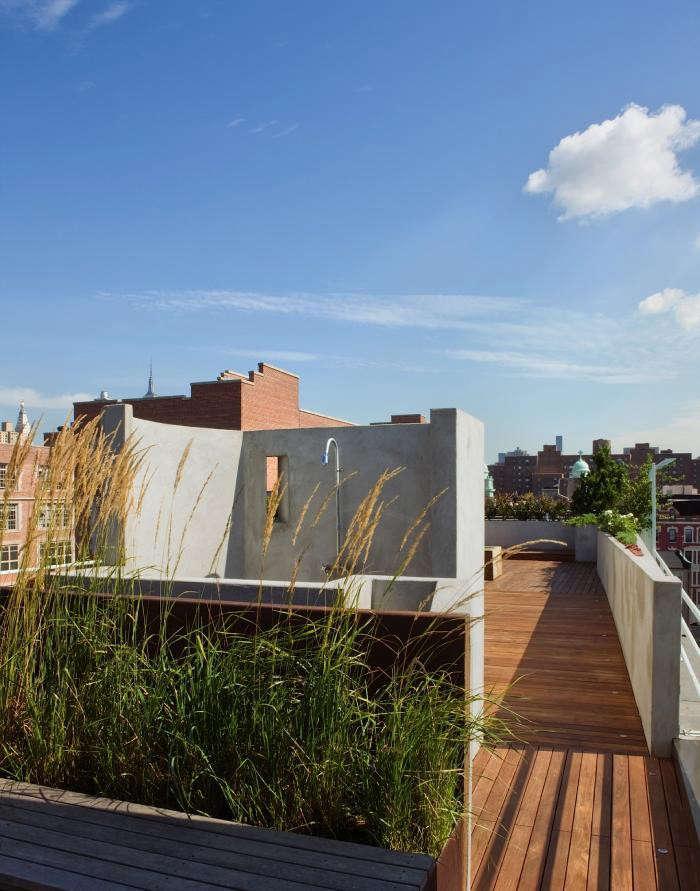 outdoor-shower-roof-garden-pulltab-manhattan-grasses-gardenista