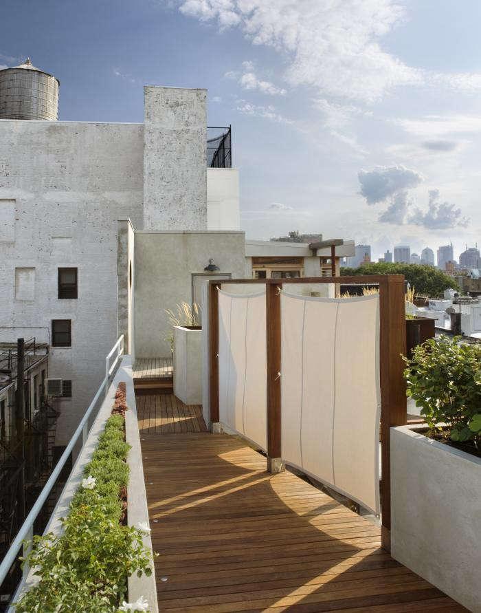 sailcloth-privacy-panels-roof-garden-canvas-pulltab-gardenista