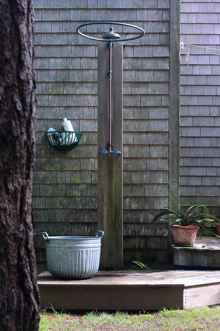 Marnies-Garden-outdoor-shower-Gardenista_edited-1