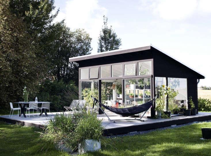 black-white-orangery-outbuilding-gardenista