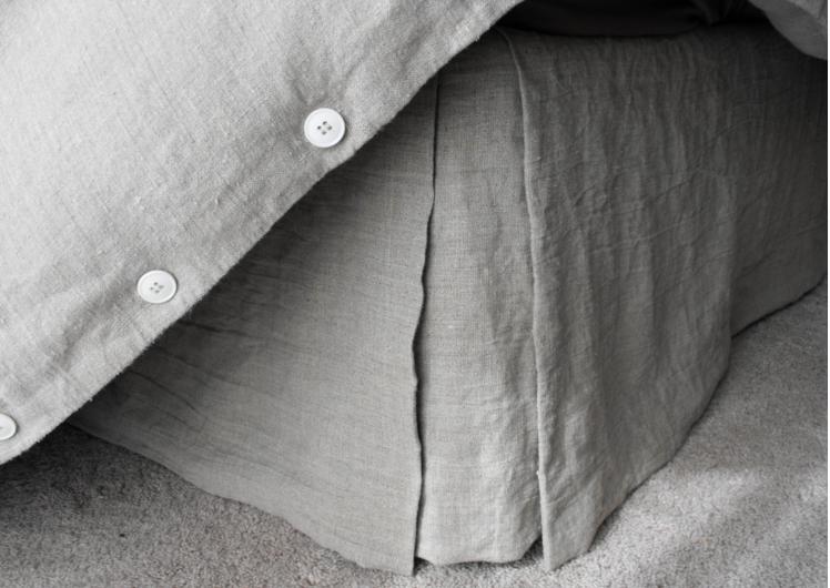 rough-linen-sheets-gardenista