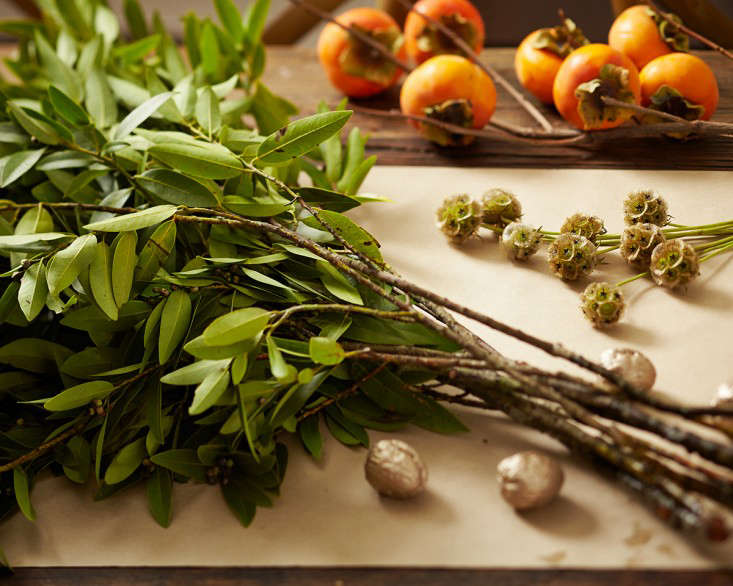 persimmons-bay-leaves-tabletop-decor-thanksgiving