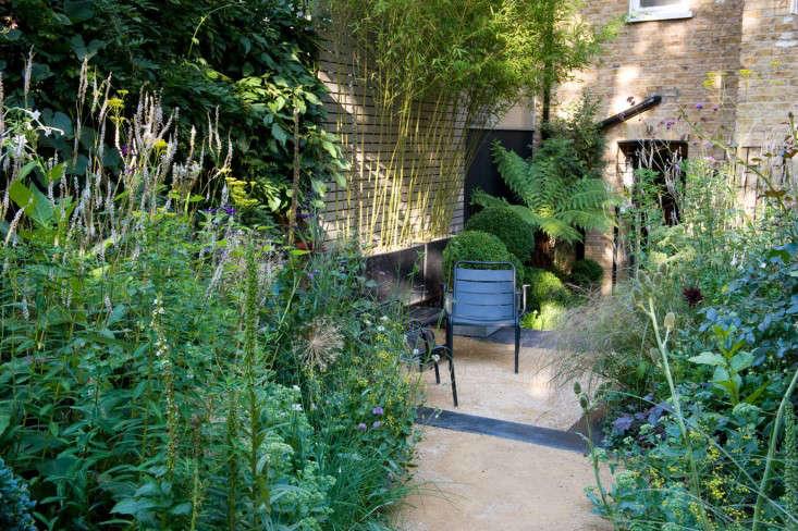 chris-moss-longon-garden-black-ooured-concrete-patio-gardenista