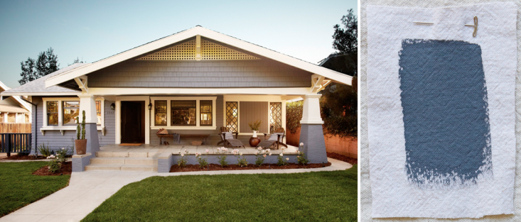 Los Angeles-based SIMO Design painted this house in Dunn-Edwards Vulcan, a cool blue-gray. It&#8