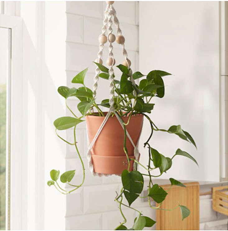 IKEA_anvandbar-hanging-plant-holder-gardenista-1