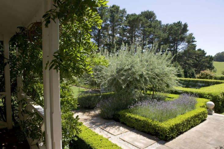peter-fudge-front-porch-view-path-hedges-lavender-gardenista