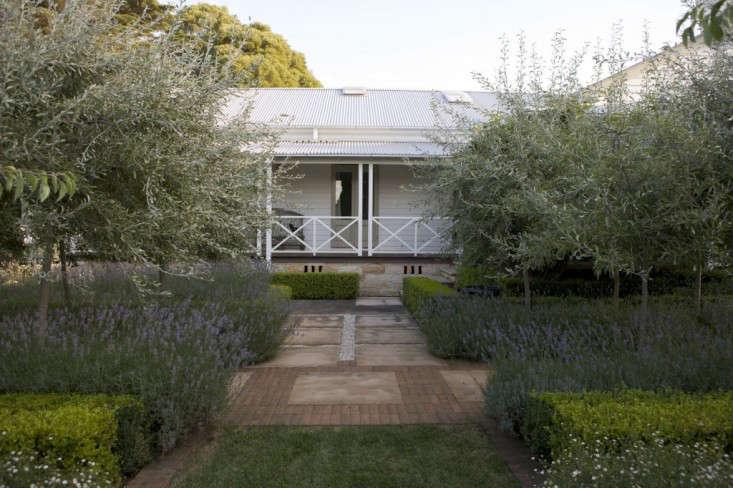 peter-fudge-white-facade-porch-lavender-path-gardenista