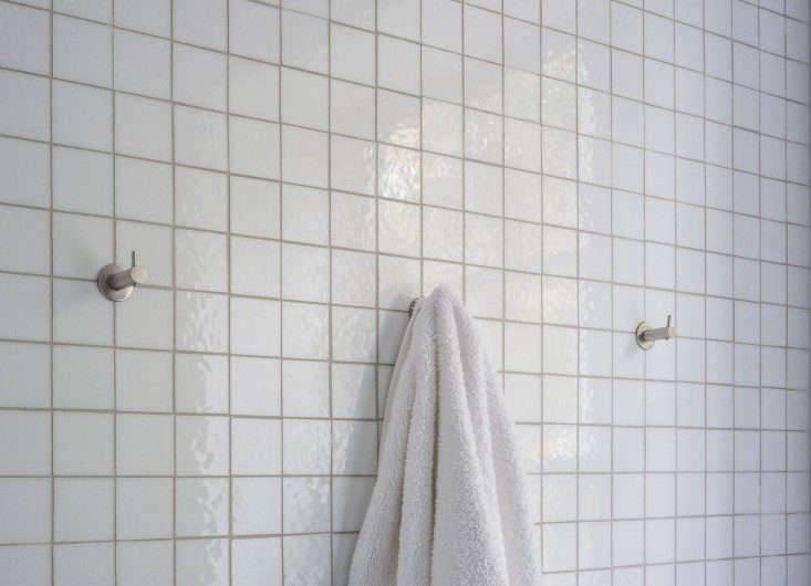 A beach or lake house should never be without some sturdy wall hooks for towels, robes, and sweatshirts for cooler nights. See Alexa&#8