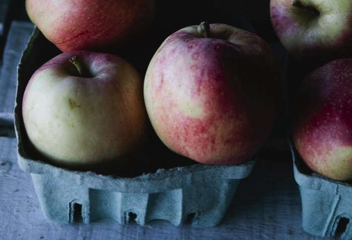 700_nicole-franzen-pink-lady-apples-rectangular