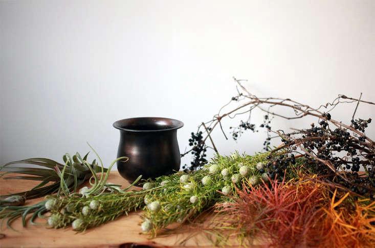 Sophia_Moreno_Bunge_Gardenista_Tillandsia_Arrangement_Materials