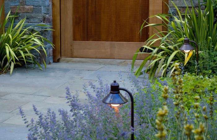 700-Pedersen-Associates-Kentfield-Courtyard-Lights-Gardenista