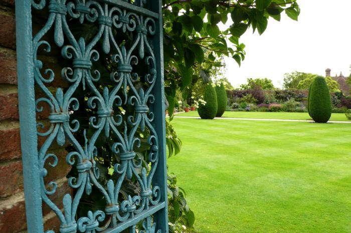 700_turquoise-gate-kendra-wilson-gardenista
