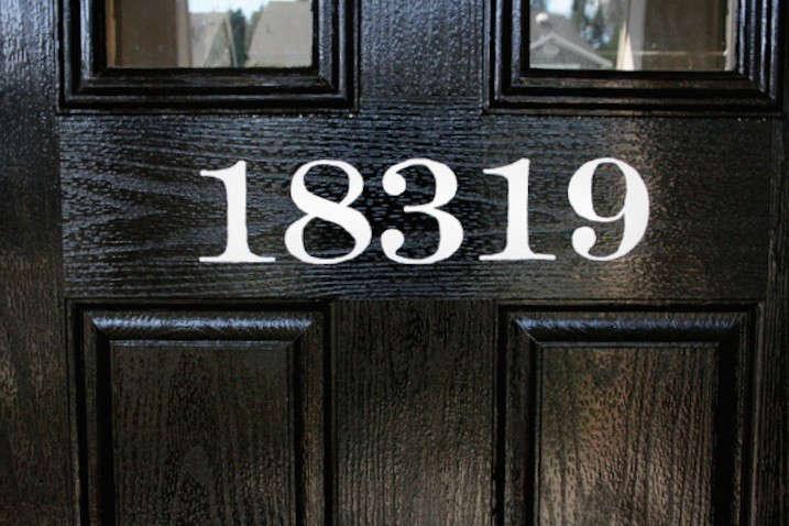 DIY-painted-house-numbers-DIY-black-white-gardenista