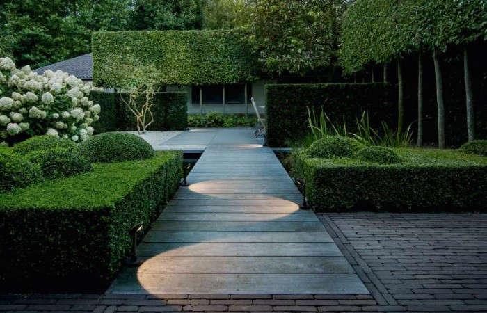 Delta-Lighting-Flip-Path-Lights-Gardenista