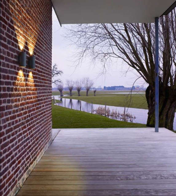 Exterior-Wall-Sconces-Delta-Lighting-Gardenista