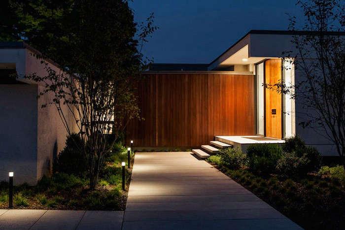 Gunn-Landscape-Architecture-Rye-NY-Pathway-LIghts-Gardenista