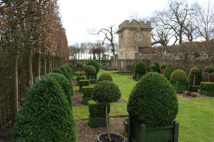 Hicks-pavilion-and-topiary-gardenista