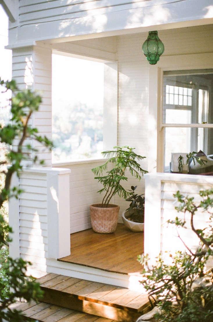 Kathleen-Whitaker-Echo-Park-Entry-Porch-Gardenista-01