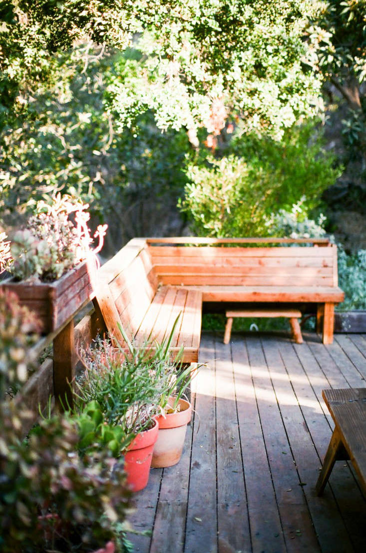 For more of this wood deck, see Garden Visit: At Home with Jeweler Kathleen Whitaker in LA.