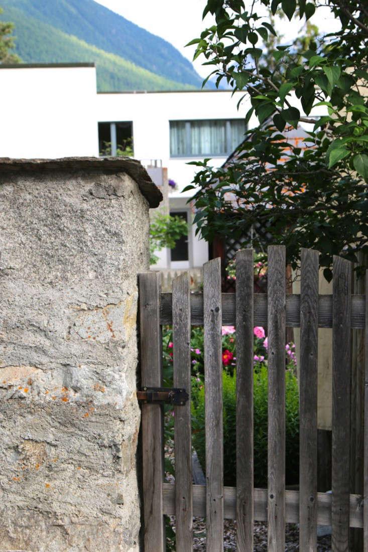 Swiss-Cottage-Garden-Gardenista-14