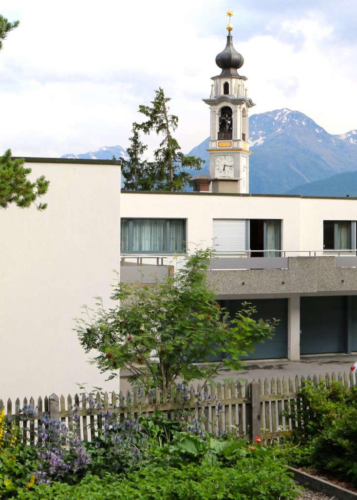 Swiss-Cottage-Garden-Gardenista-2