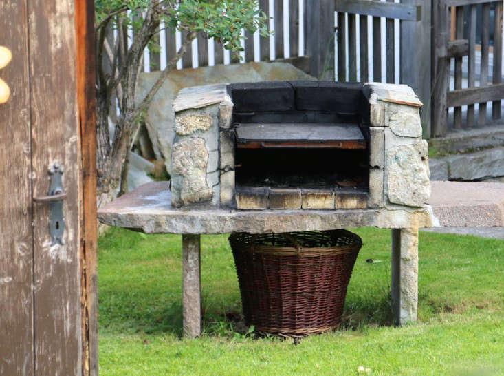 Swiss-Cottage-Garden-Gardenista-6