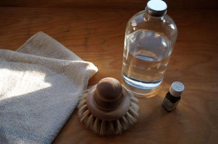 Vinegar-cleaning-solution-lemon-oil-remodelista