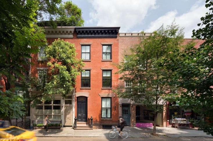 West-Village-Townhouse-Living-Wall--curb-appeal-Garden-Gardenista