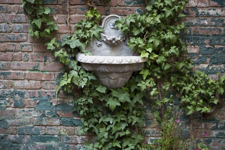 West_Village_Boules_0318_fountain_Gardenista