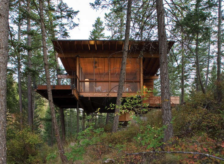 In western Montana, on the southern shore of the biggest freshwater water lake west of the Mississippi River Texas-based architects Andersson-Wise designed a cabin on stilts with a living room that doubles as screened porch. Photograph courtesy of Andersson-Wise, from Into the Woods: A Cabin on Flathead Lake.