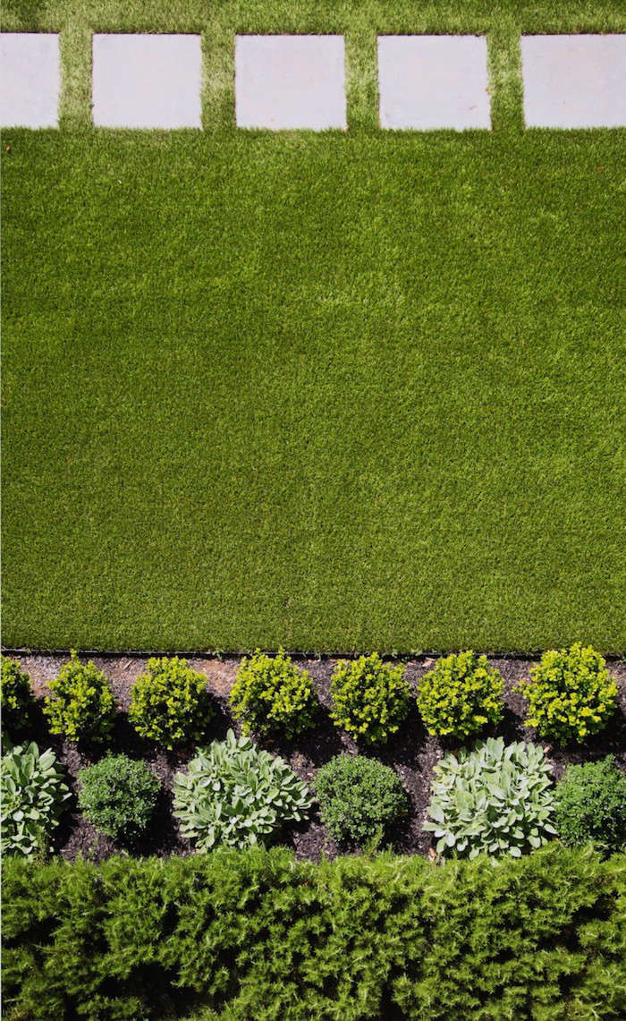 A lawn of artificial grass in SF-based architect Barbara Chambers&#8