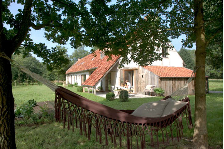AID Architecten remodeled this farmhouse in Belgium