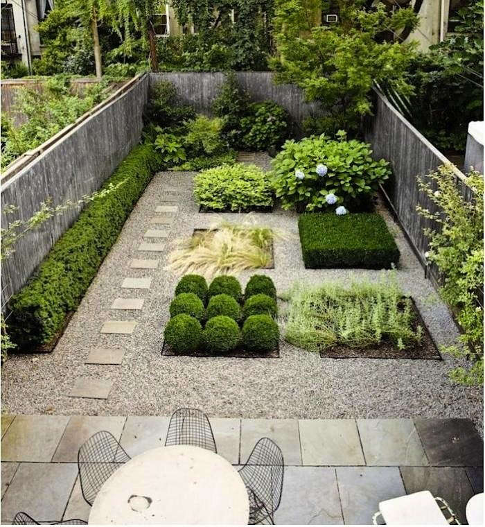 This geometric garden in a Brooklyn backyard, designed by Susan Welti ofForas Studio, features bluestone pavers, pea gravel, and square flower beds.
