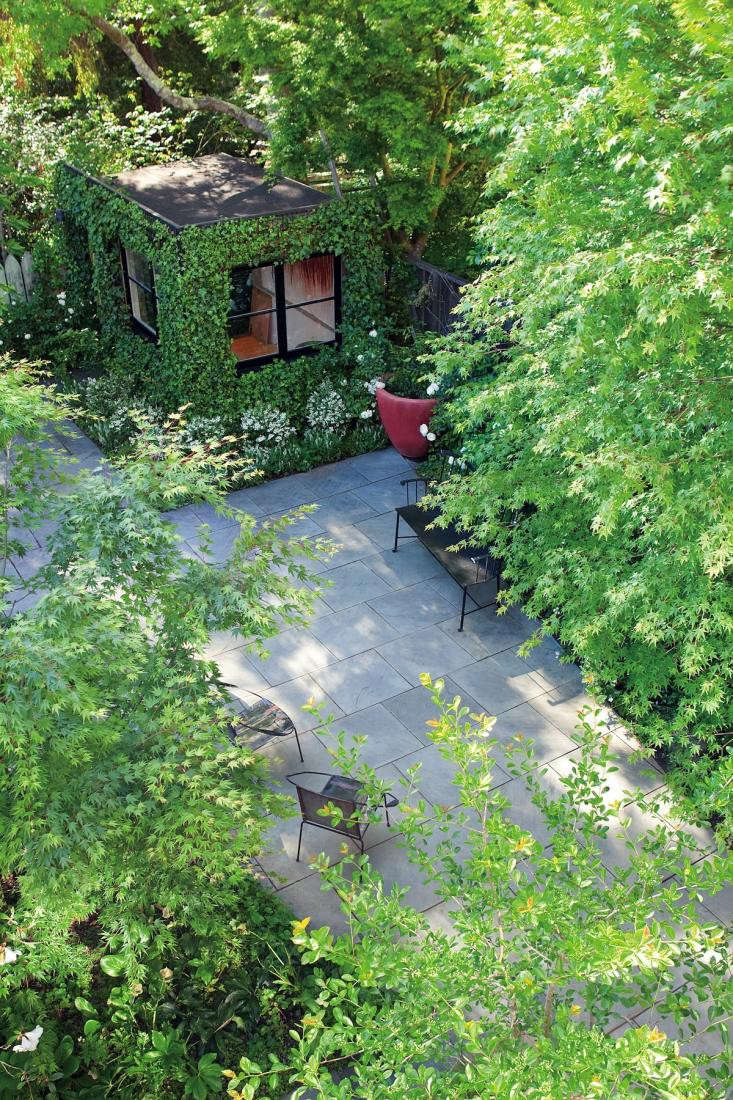 SF-based landscape architect Scott Lewis created a spacious feeling in a small city backyard through the judicious use of hardscape materials. For more of this garden, see Scott Lewis Turns a Small SF Backyard into an Urban Oasis.
